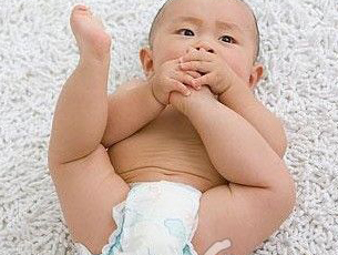 如何给宝宝巧用纸尿裤
